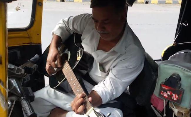 This Mumbai autowallah is just amazing with guitar