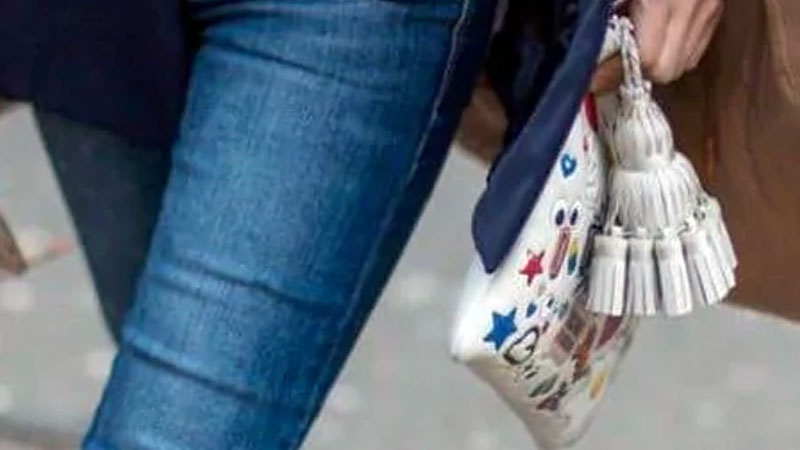 Wearing skinny jeans, oversized bags may up your back pain
