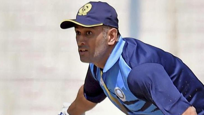MS Dhoni rescued safely from fire at a hotel in Delhi