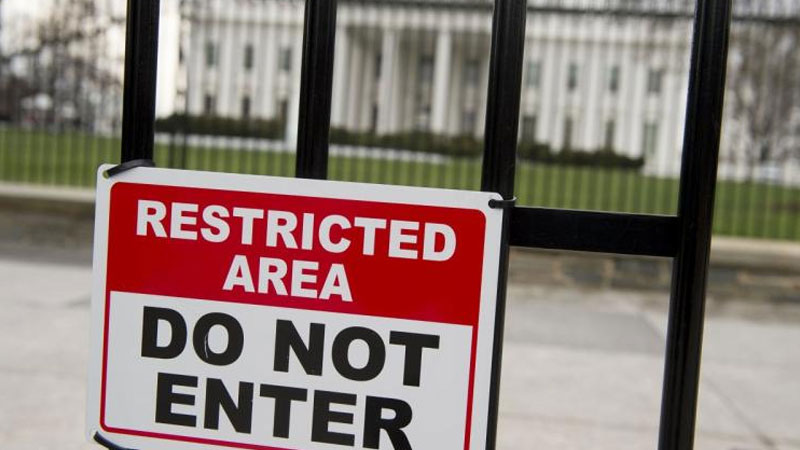 Bomb scare at White House, one man detained by secret force