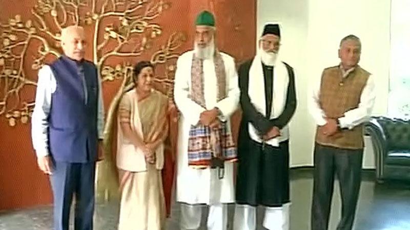 Indian Sufi clerics return India (Picture Courtesy: ANI Twitter)