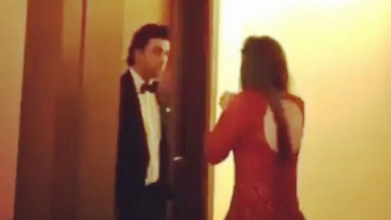 Mahira Khan pleads to Ranbir Kapoor at an award show in Dubai