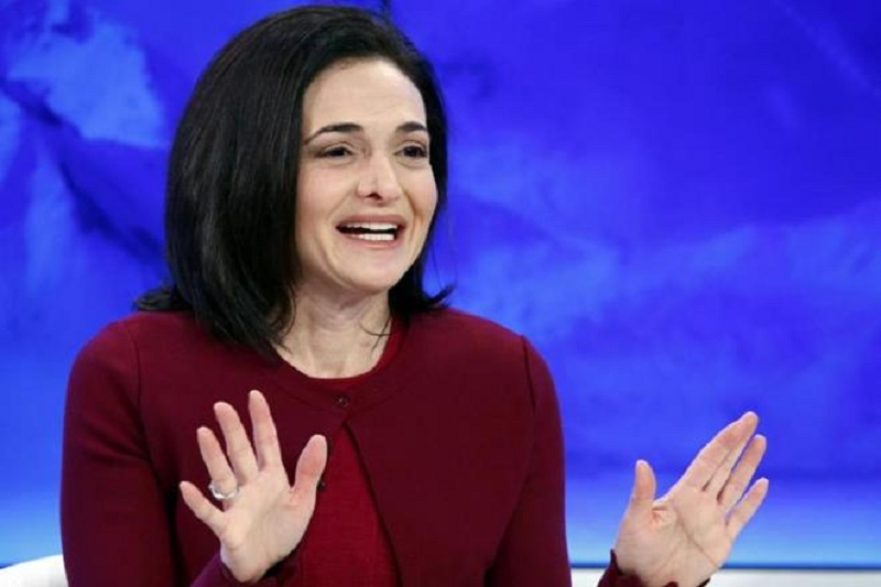 Facebook's chief financial officer (CFO) has asked the US administration to raise the federal minimum wage for mothers