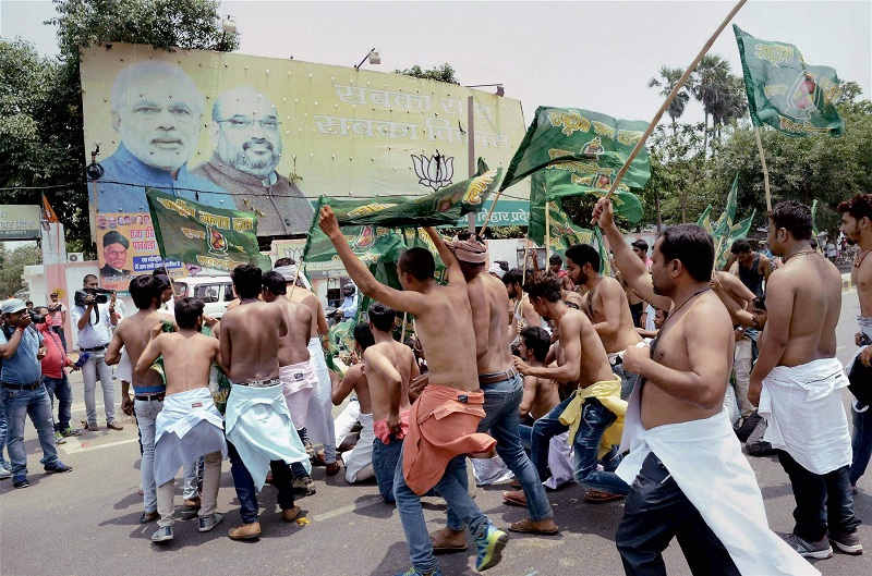 Half a dozen persons were injured in a violent clash between RJD and BJP workers in the Bihar
