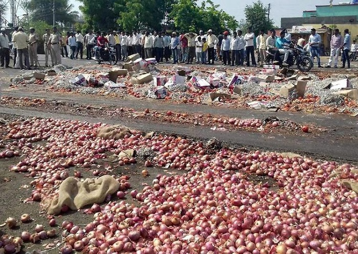 """Indefinite """"strike"""" by over half a million farmers in Maharashtra in support of various demands"""
