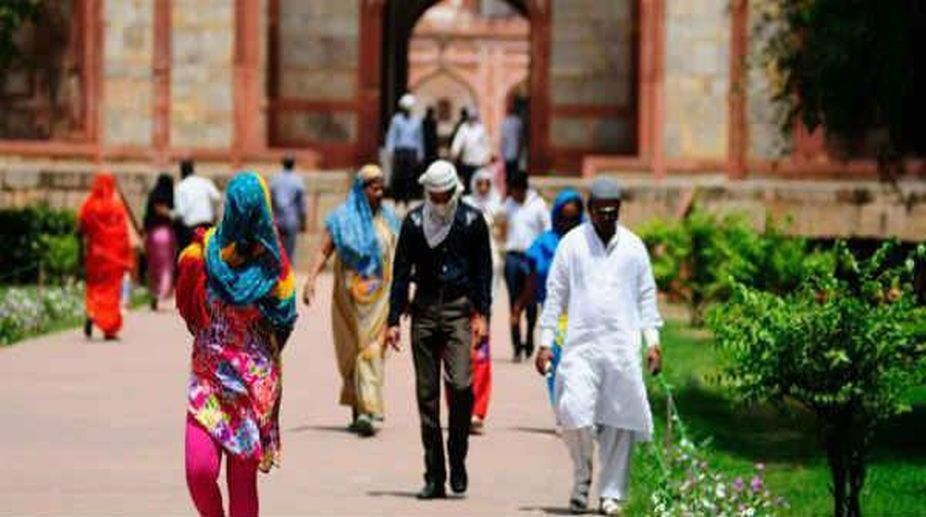 Delhi sizzles at 44 degrees on Saturday, Sunday likely to be hotter
