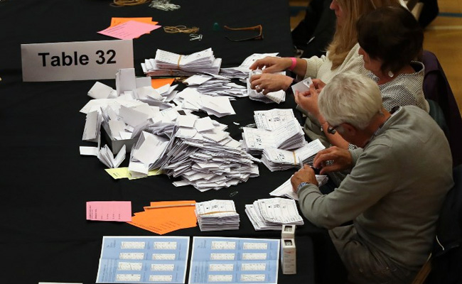 UK Election 2017: Pound takes a dip as results arrive