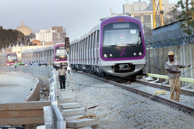 President unveils Bengaluru Metro Rail's first phase