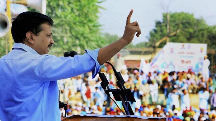 Delhi Lt Governor Anil Baijal and Chief Minister Arvind Kejriwal did yogic exercises