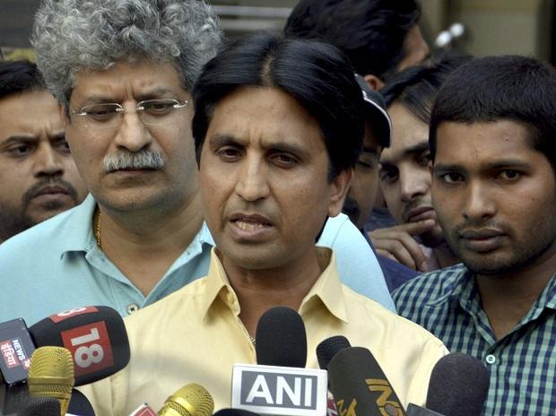 AAP leader Kumar Vishwas skips Delhi government's Iftar party