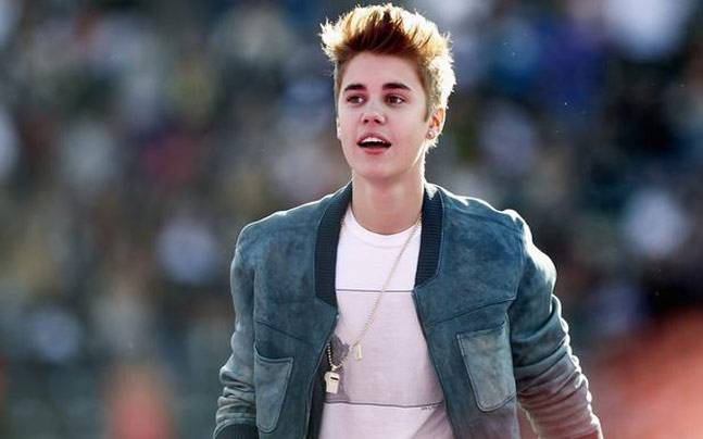 Singer Justin Bieber fined for using Cellphone while driving