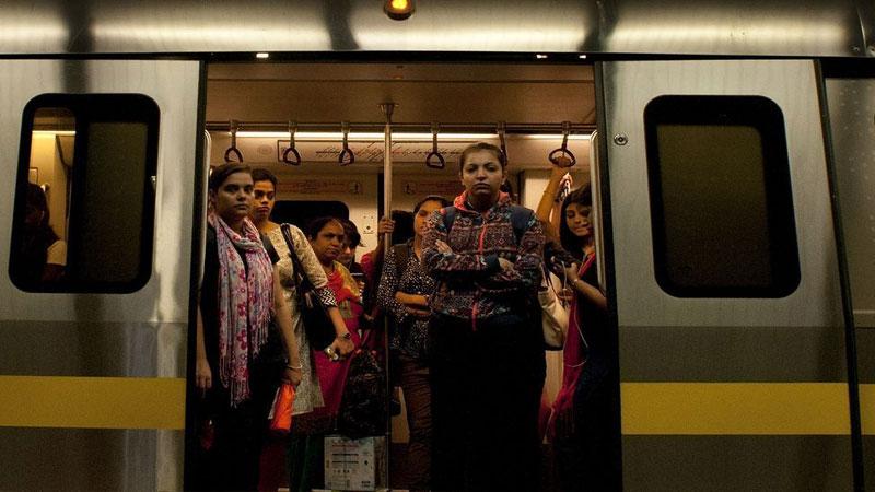 Delhi Metro runs with door open on Yellow Line