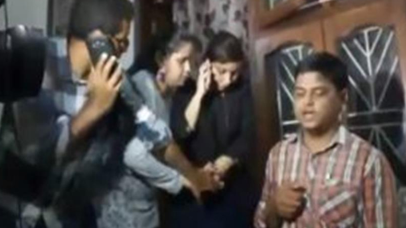 Woman journalist slammed for disgusting behavior with Pradyuman's father
