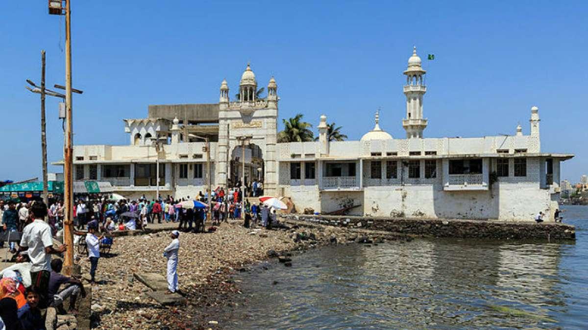 Women will be allowed to enter in inner sanctum of Haji Ali Dargah in Mumbai