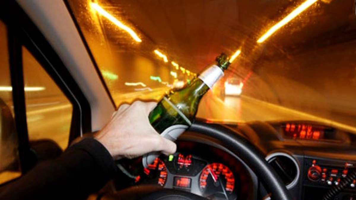 Drinking in Delhi roads may land you in jail