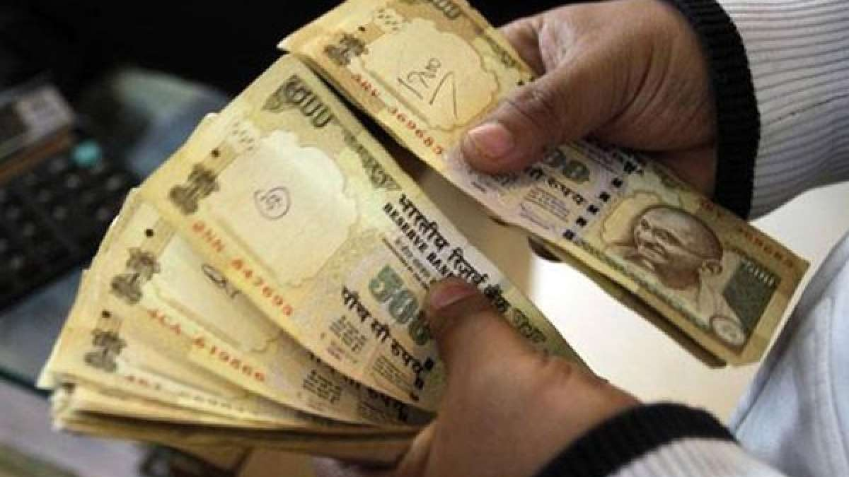 Rs 500 old currency notes banned on airports and petrol pumps