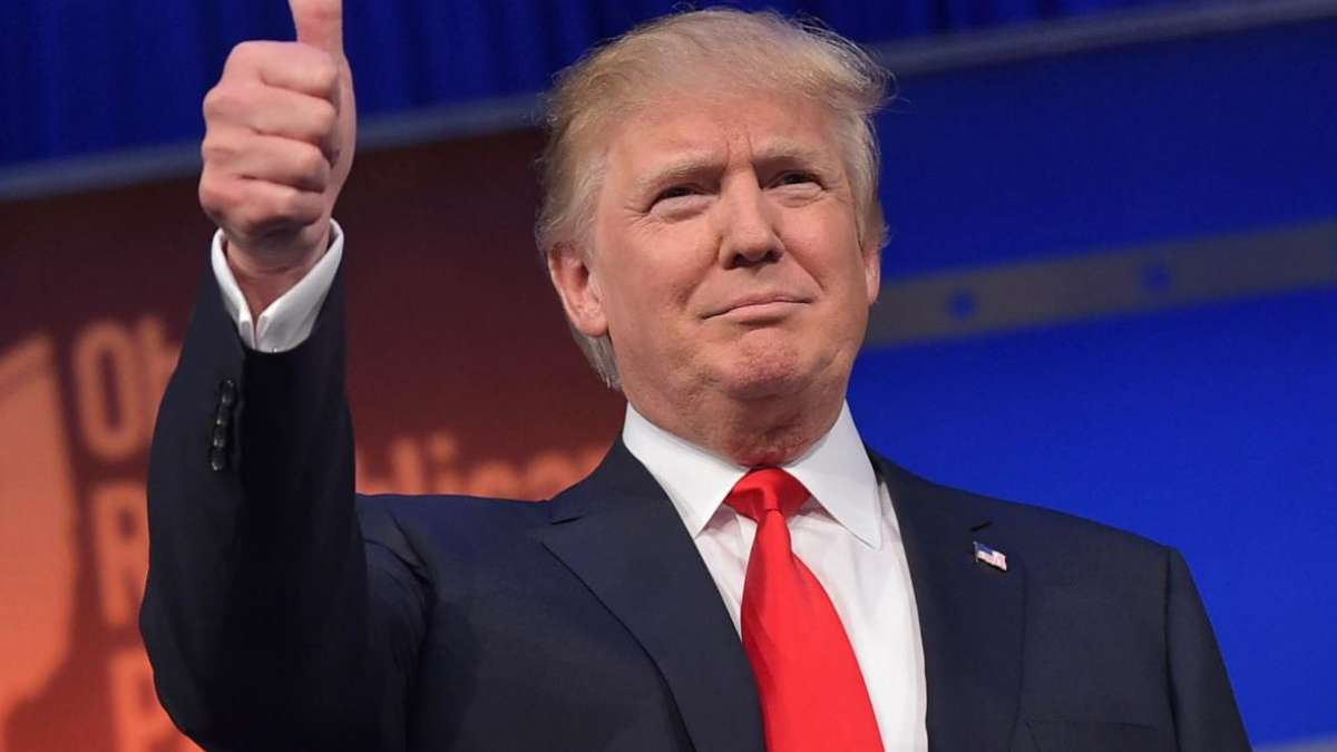 US elections 2016 hacked by Russia? Donald Trump 'looks daggers' at US intelligence community