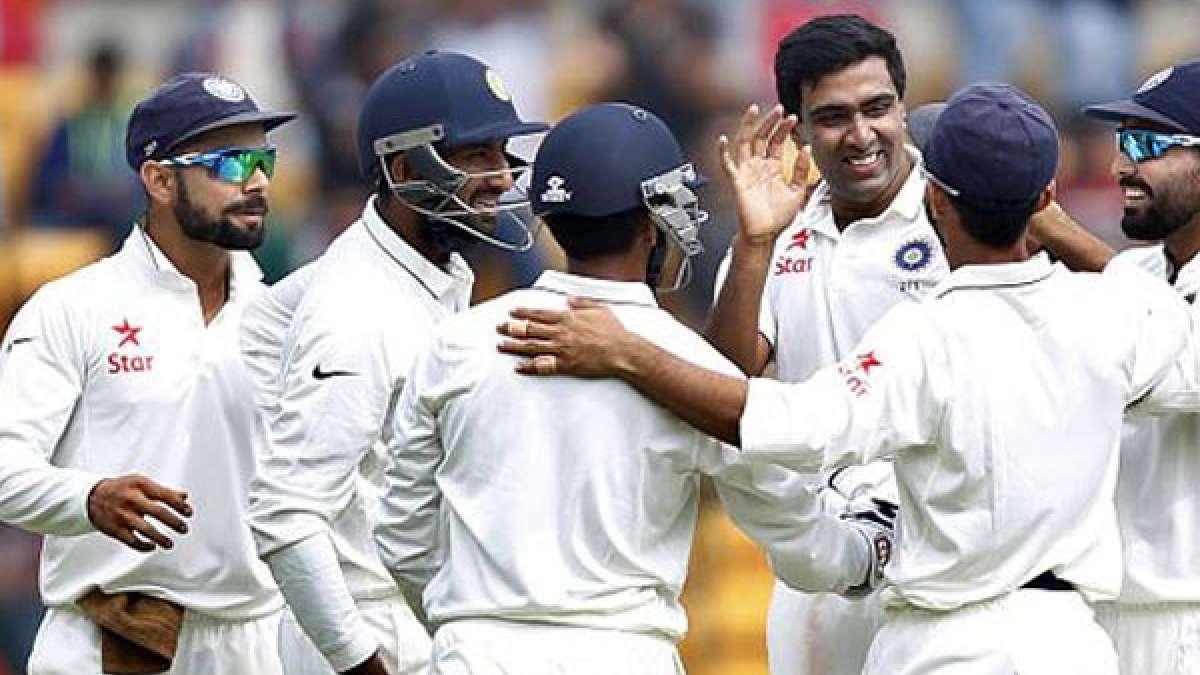 India Vs England, 4th Test, Day 5, Mumbai Test: Virat Kohli and Ashwin with team India