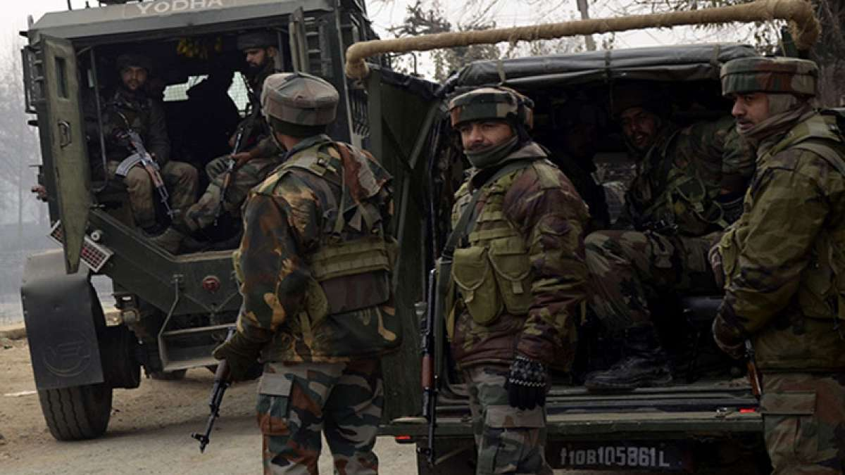 Militanats attack Indian soldiers in Pampore