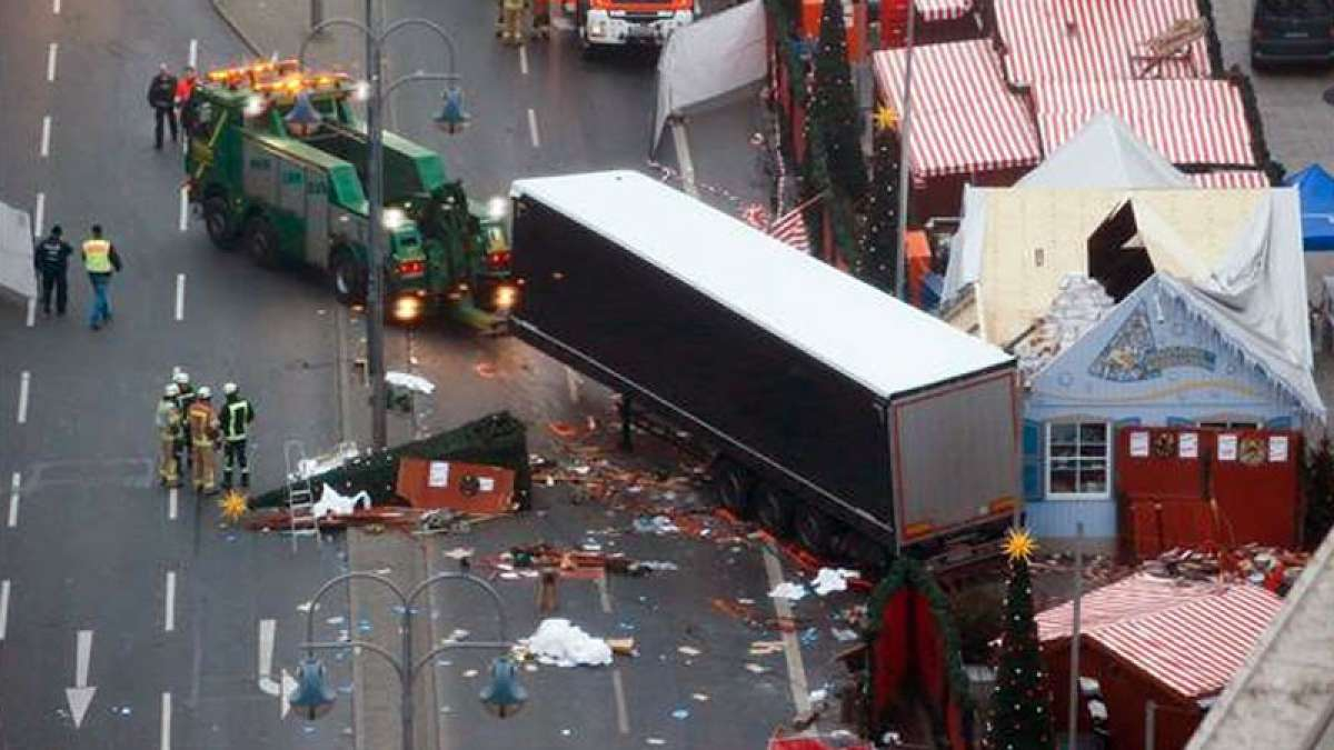 Islamic State claims Berlin truck attack, driver still at large