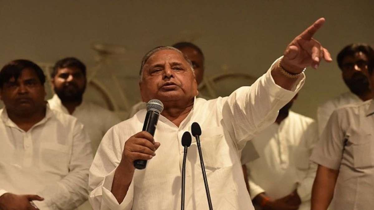 Mulayam SinghYadav expels Akhilesh Yadav for six years