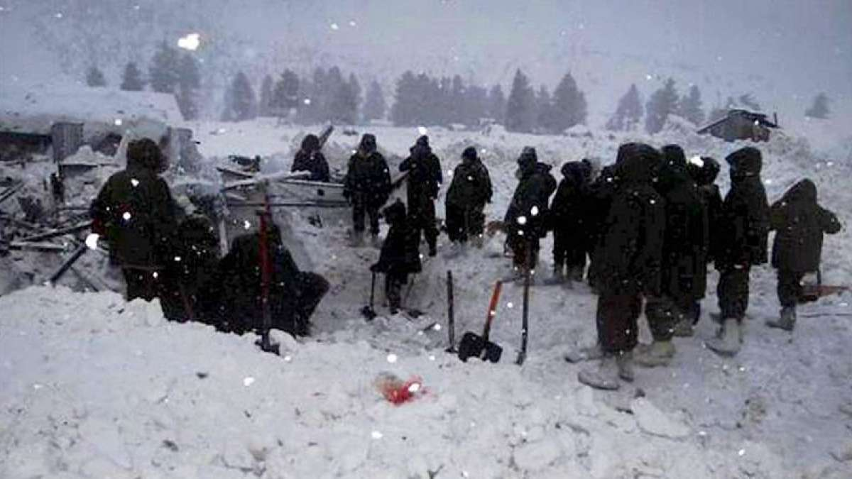 Five Indian Army soldiers rescued from under snow in Machil sector of Jammu and Kashmir
