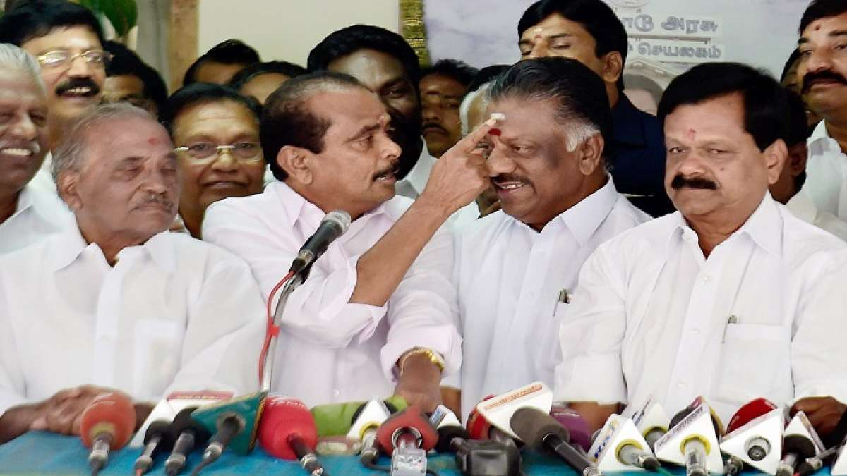 Tamil Nadu Political Crisis: More MPs support Panneerselvam, Sasikala asserts not scared of threats