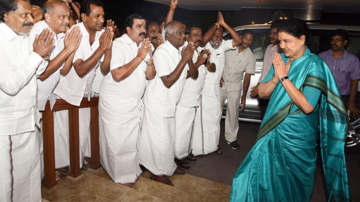 Sasikala's 'plan B' if swearing-in ceremony gets delayed