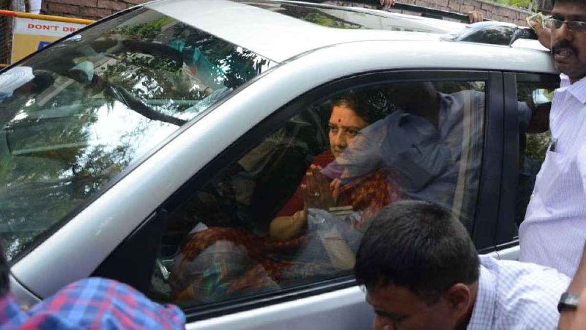 Sasikala Surrenders before a trial court in Bengaluru