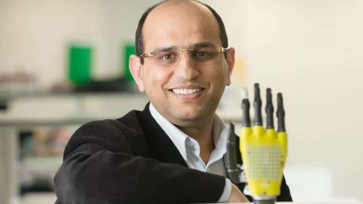 Professor Ravinder Dahiya, an electrical engineer at the University of Glasgow, created solar powered robotic hand