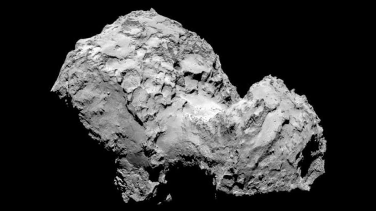 A 1,600-foot-long fracture that runs through the comet's neck was spotted in August 2014