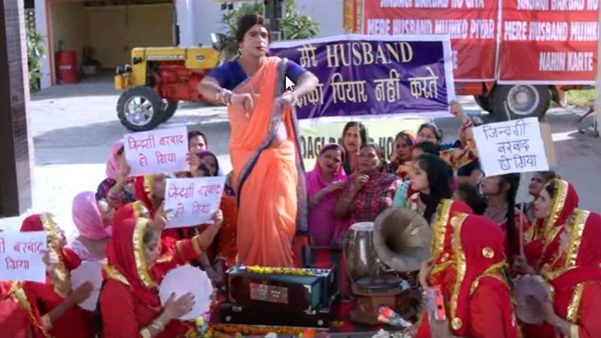 """Watch: Sunil Grover aka Rinku Bhabhi song """"Zindagi Barbaad Ho Giya"""""""