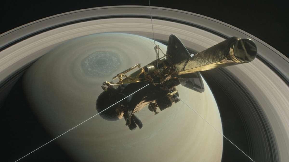 NASA Cassini over Saturn (Image: NASA)