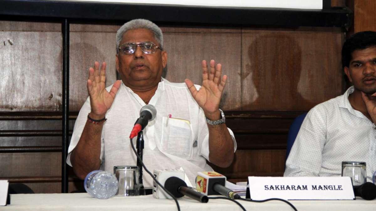 Sakharam Dattu Mangle, father of Victim Satish Mangle addressing media at Press Club of India on Saturday