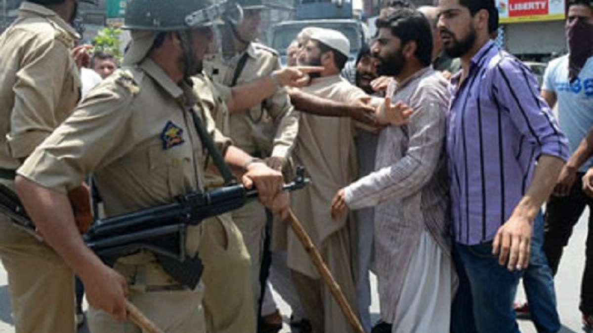 Police in Srinagar on Tuesday intervened to break a traders' sit-in