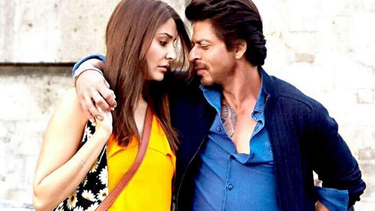 Anushka Sharma Shah Rukh Khan can even romance a microphone