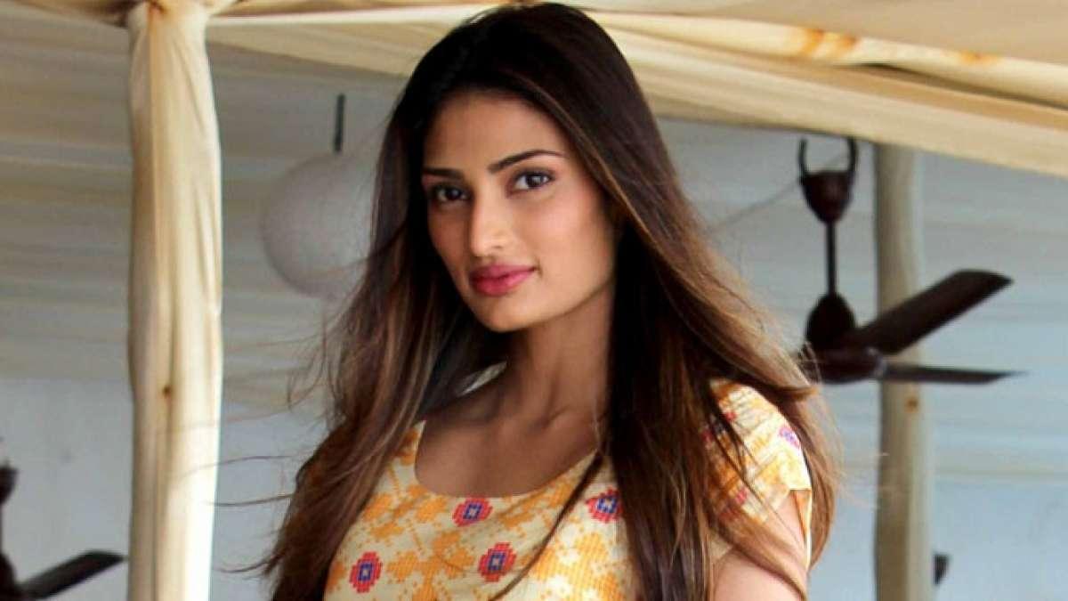 Athiya Shetty dressed up like a princess for designer Shyamal and Bhumika show