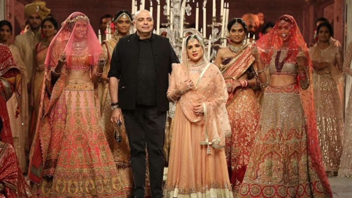 Tarun Tahiliani showed 85 garments on the fashion runway