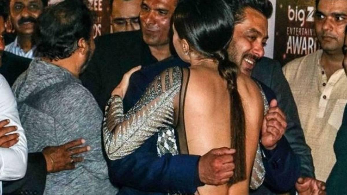 Salman Khan hugs Sana Khan at Big Zee Entertainment Awards