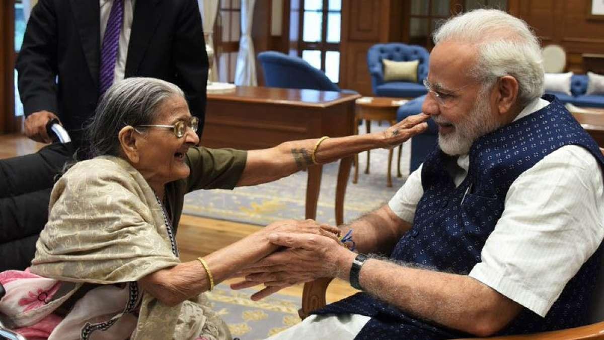 Raksha Bandhan: Sharbati Devi ties rakhi to PM Narendra Modi