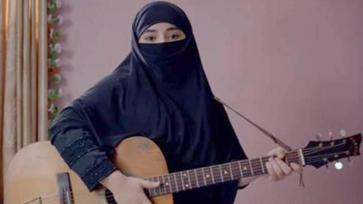 'Secret Superstar' first song 'Main Kaun Hoon'