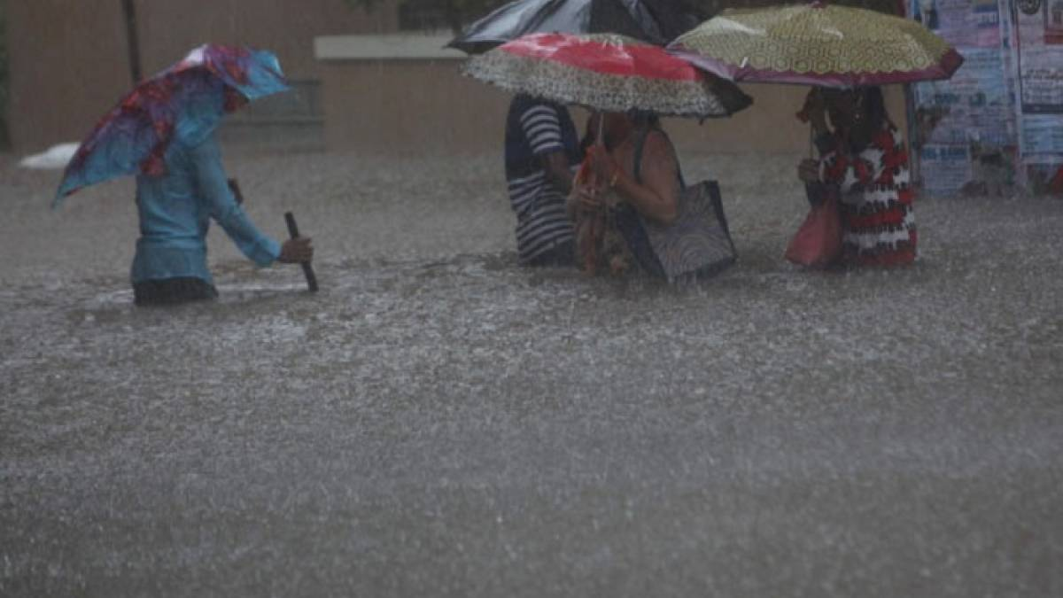 Due to rains in Mumbai, celebrities extended support