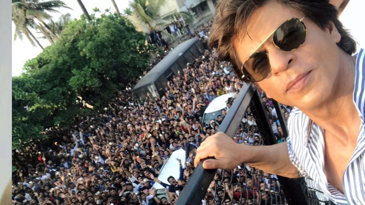 13 mobile phones stolen as SRK fans gather outside Mannat