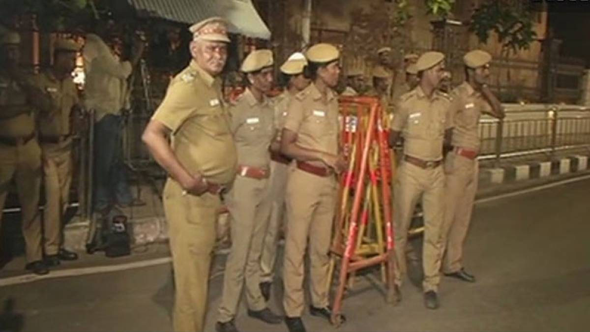 IT team searches two rooms of Jayalalithaa's Poes Garden