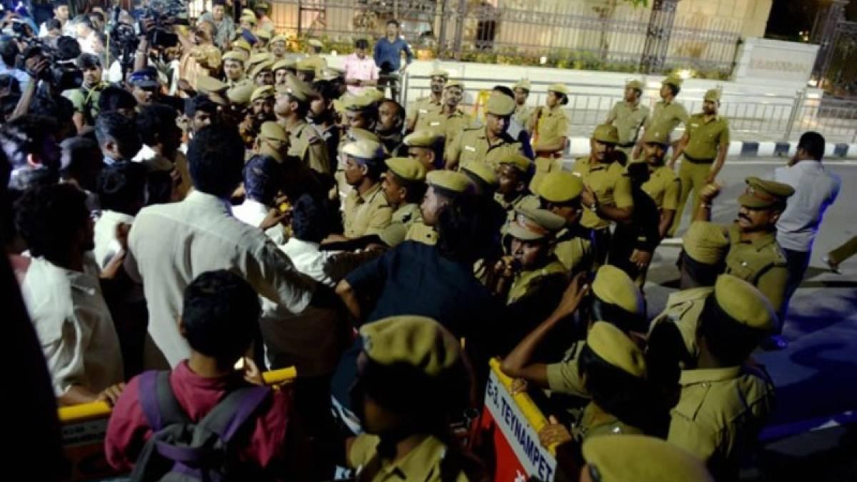 Jayalalithaa's niece blames Sasikala for IT raids at aunt's house