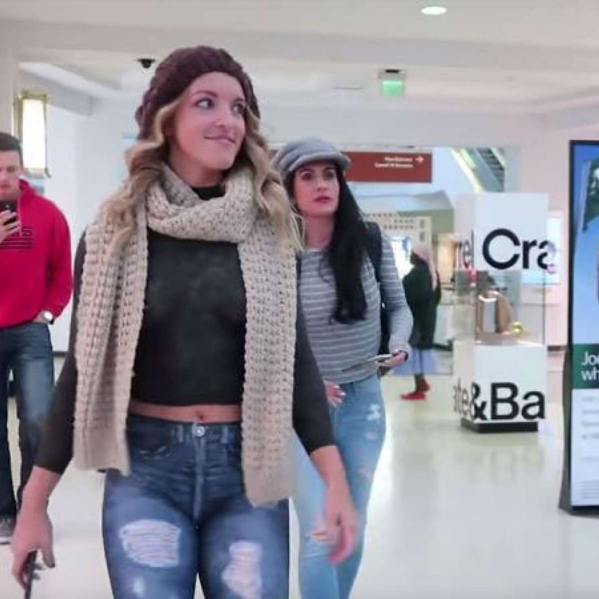 Video: Model ditches all clothes, wears body paint to the mall, reactions priceless