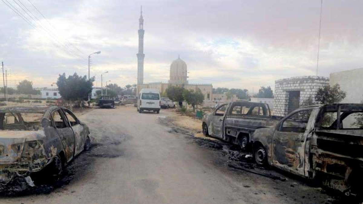 Egypt Mosque attack: 'Attackers carried Islamic State flag'