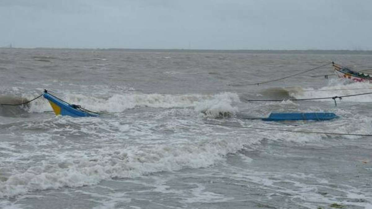 Cyclone Ockhi Updates: Kerala fishermen community begins rescue operations
