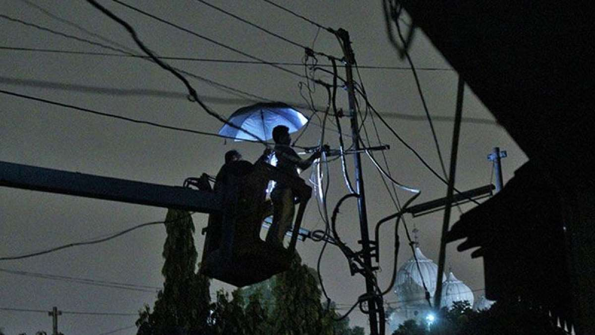 24x7 electricity for all by 2018 financial year end, distributors to be fined for power cut