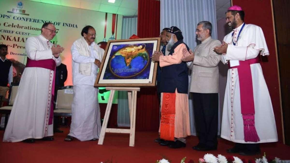 Venkaiah Naidu celebrates Christmas with CBCI